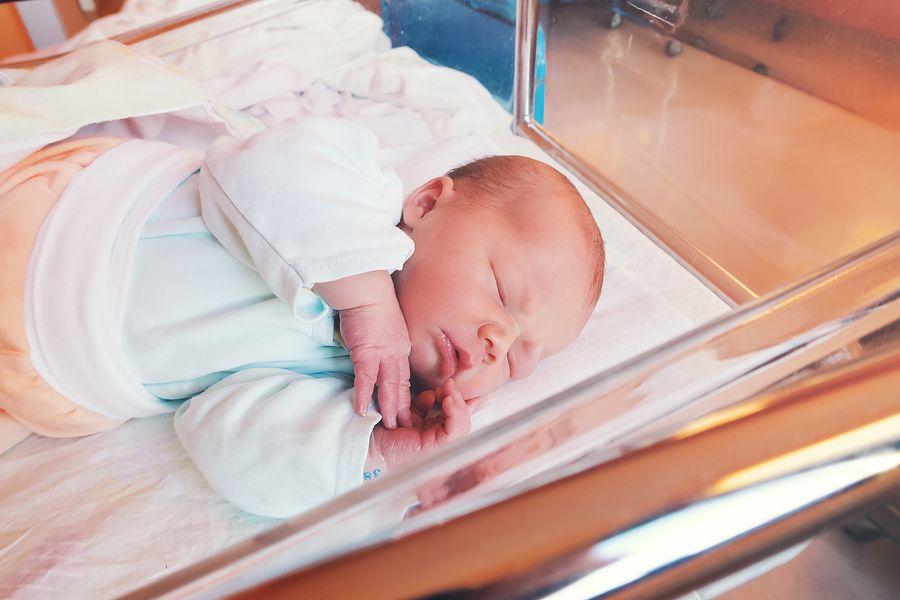 pasgeboren baby moet aangegeven worden geboorteaangifte