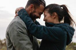 Close-up van gelukkig stel dat zwanger wil worden, zwanger worden tips