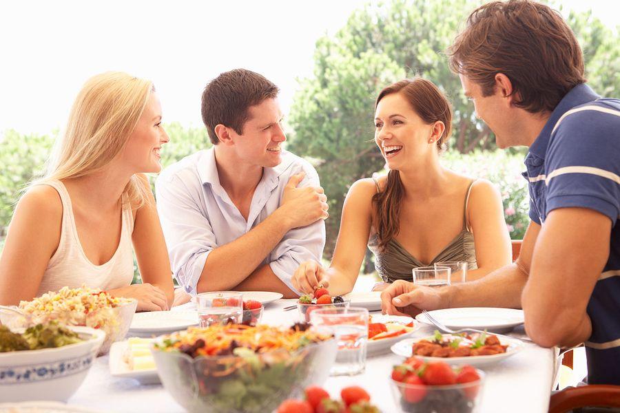 jonge volwassenen eten buiten voeding die gezond is tijdens zwanger worden