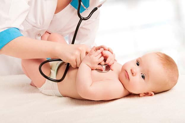 Baby van 4 maanden oud bij het consultatiebureau
