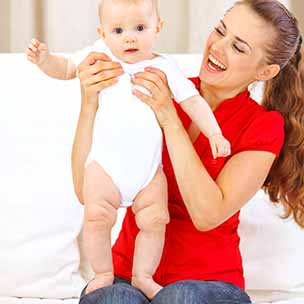 Baby van 6 maanden kan even op zijn beentjes staan