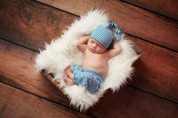 Dat babymutsjes warm houden bewijst deze baby