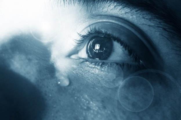 Een kraamvrouw huilt kraamtranen