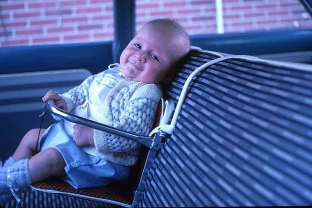 Een baby veilig in de auto