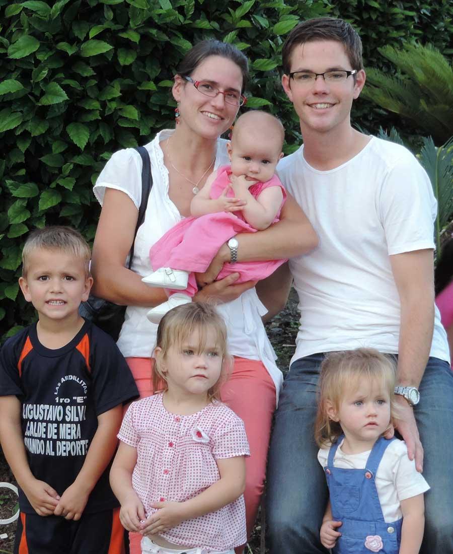 Linda met haar man Jaap en vier kinderen