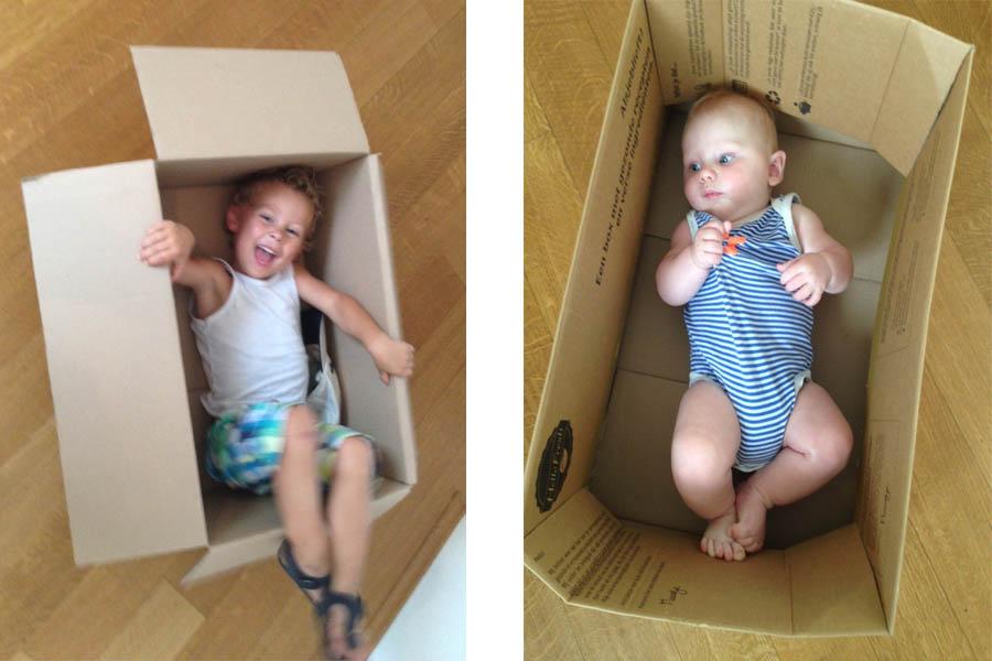 Nancy haar zoontjes in de lege HelloFresh doos