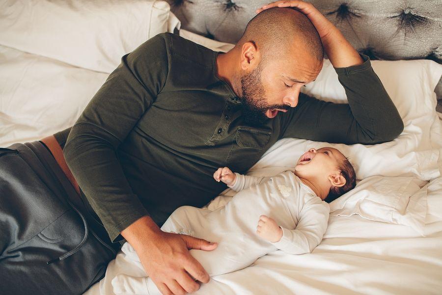 vader communiceert met baby via Dunstan babytaal