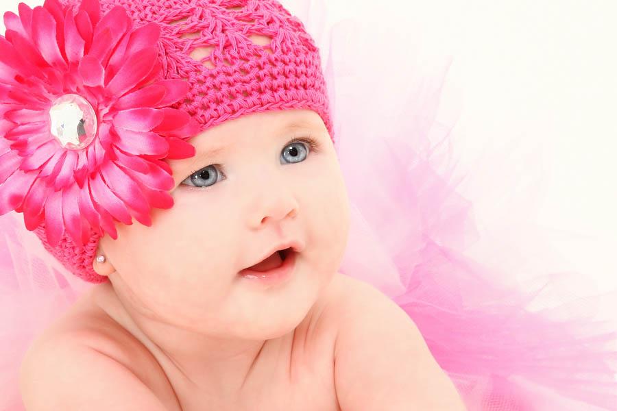 Een baby met oorbellen - wat vind jij van oorbellen schieten bij baby's?