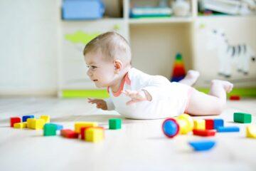 Spelenderwijs de ontwikkeling stimuleren van je baby