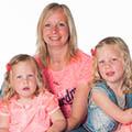 Esther Strubbe met haar dochters Evi en Roxy