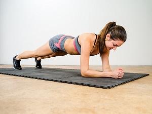 Vrouw plankt