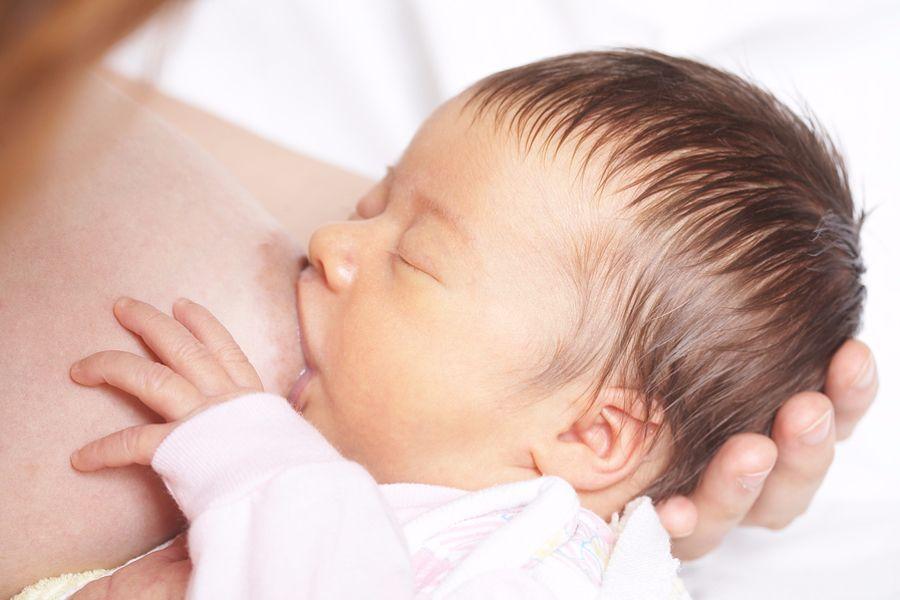 Tijdens de borstvoedingscursus leer je technieken om je baby goed aan te leggen