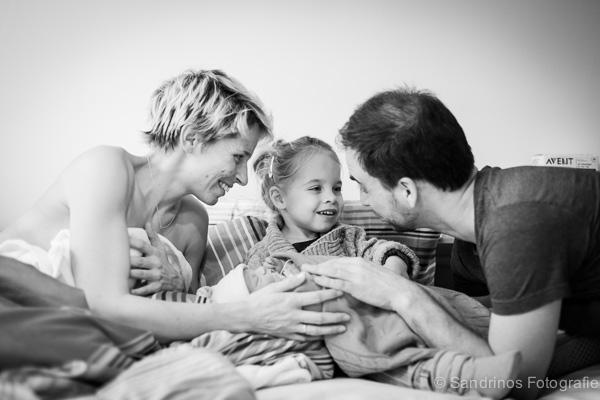 Gezin met pasgeboren baby