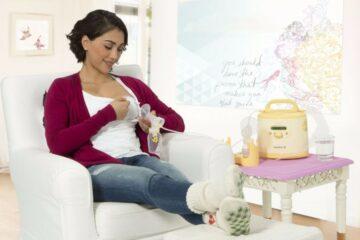 Vrouw gaat kolven met dubbelzijde elektrische borstkolf