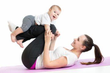 Moeder en baby sporten na de bevalling