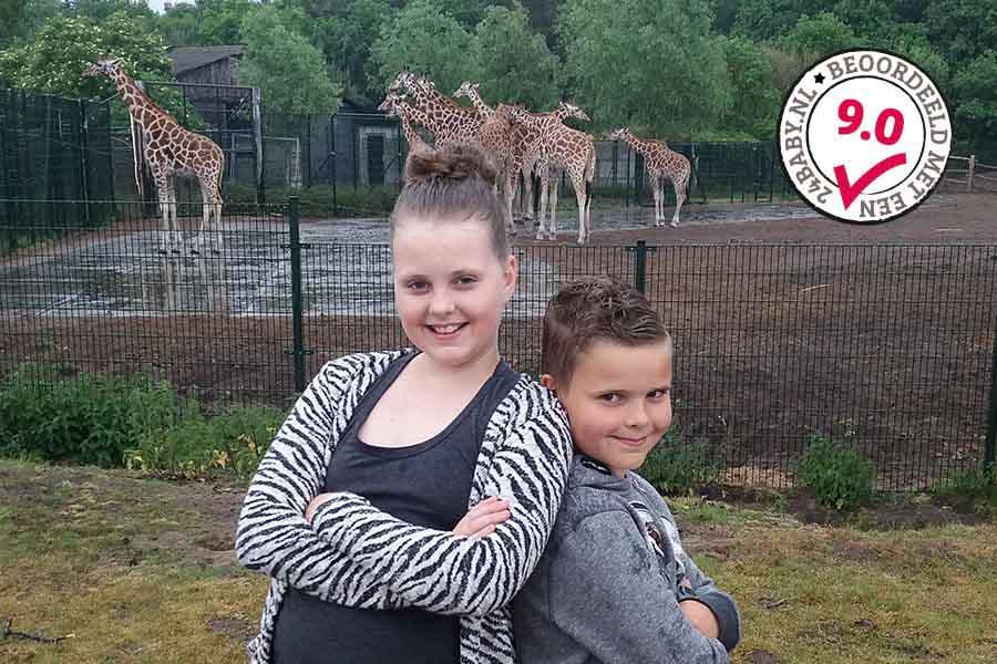 jongetje-en-meisje-in-safaripark-beekse-bergen