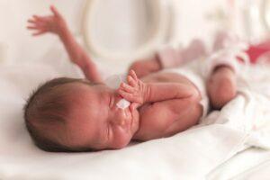Te vroeg geboren baby na zwangerschapsvergiftiging in bevallingsverhaal