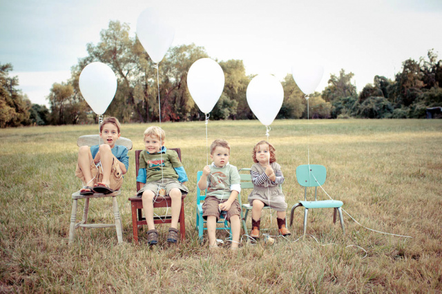 ballonnen en broertjes en zusjes kondigen zwangerschap aan