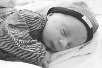 bevallingsverhaal-tom-met-foto-pasgeboren-marshall-bijgesneden