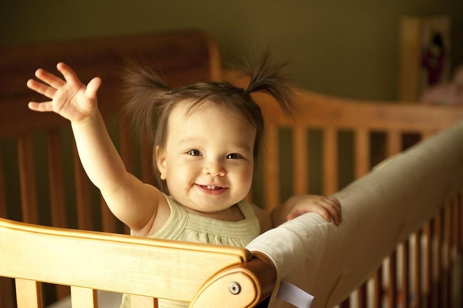 De Gebaren Van Je Baby Zwaaien Klappen En Wijzen