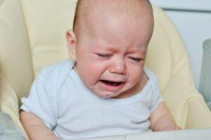 Baby huilt voor het eerst met tranen