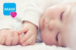 baby-ligt-lekker-te-slapen-via-mam-babyfoon-app