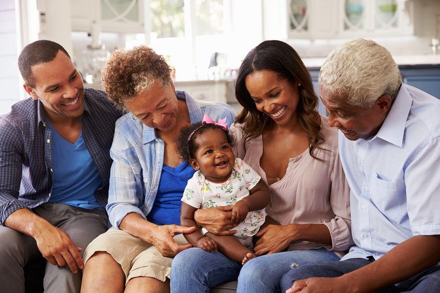 Sociale ontwikkeling: Baby stelt zich open voor andere mensen