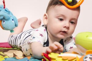 Baby leert pincetgreep