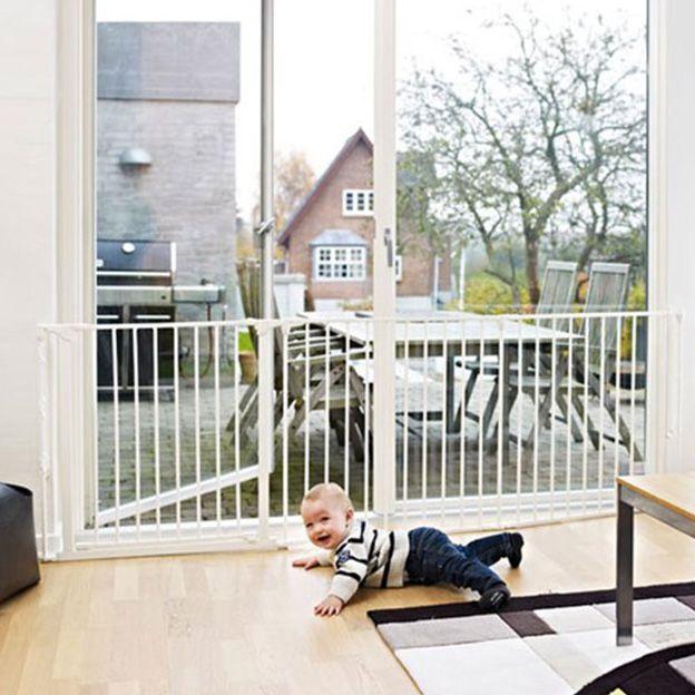 Baby-21-weken-oud,-veiligheid-in-huis