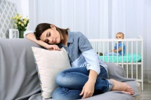 vrouw met postnatale depressie
