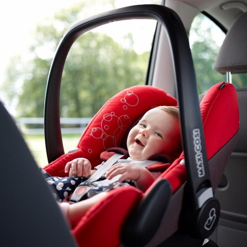 Baby_12_maanden_oud_autostoeltje