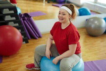 Vrouw met overgewicht die gezond wil afvallen om zwanger te worden