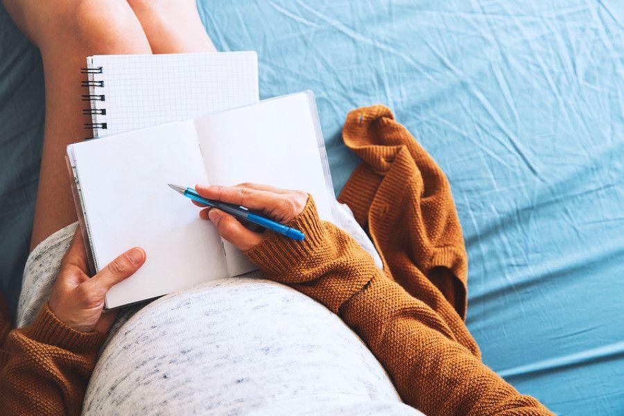 Vrouw van 33 weken zwanger schrijft alles op want ze heeft last van zwangerschapsdementie