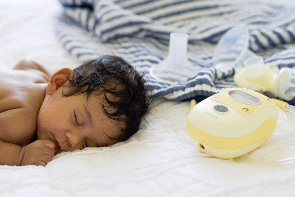 Baby 4 weken oud, borstkolf Medela