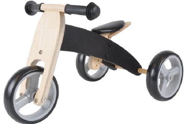Loopfiets met drie wielen voor baby van 14 maanden oud