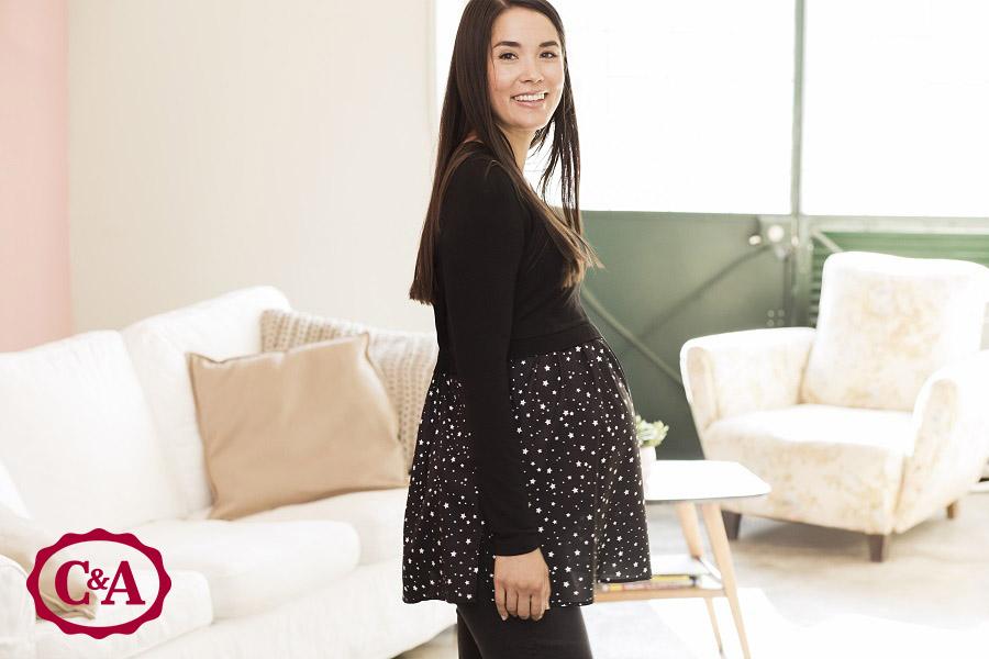 vrouw in positiekleding van C&A zwangerschapskleding