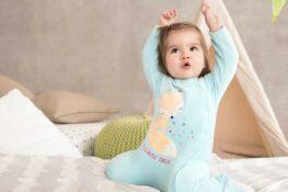 vrolijke baby babykleding
