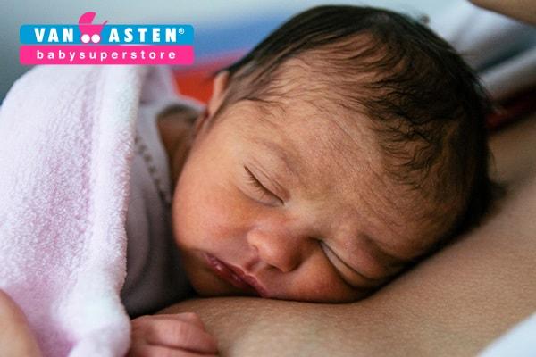Baby 0 weken oud folder Van Asten