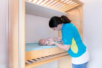 Een dag op een kinderdagverblijf for Baby op zij slapen kussen