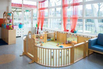 Grote speelbox bij een kinderdagverblijf