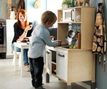 Kinderkeukentje als speelgoed voor baby 1 jaar