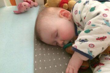 Baby in slaapzak