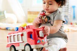 peuterspelletjes spelen met speelgoed Fisher-Price