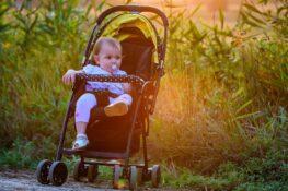 Baby zit in buggy