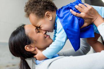 Moeder met kindje adoptie