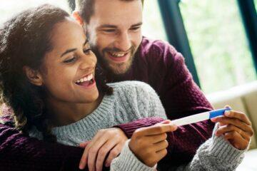 zwangere vrouw en man in veranderende relatie