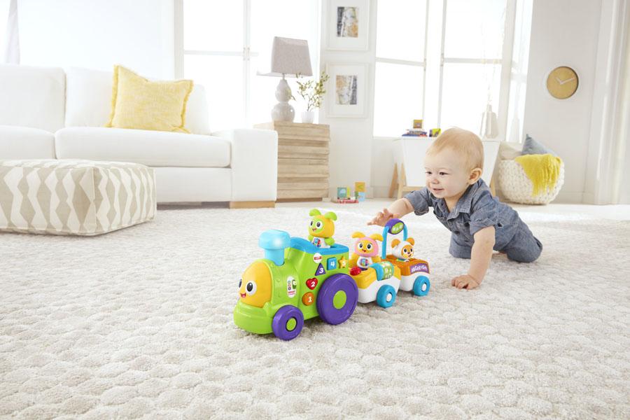 De motorische ontwikkeling van je baby spelenderwijs stimuleren met de Fisher-Price BeatBo trein
