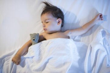 Bedplassen: peuter is diep in slaap