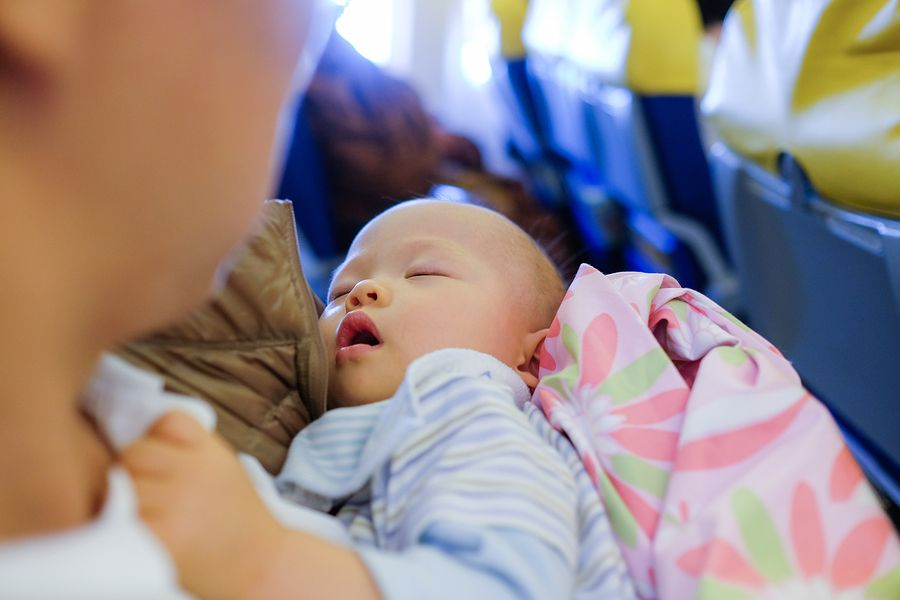 Reis Eetstoel Baby.Vliegen Met Je Baby 24baby Nl