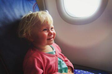vliegen met peuter in het vliegtuig